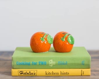 Orange Salt Pepper Shakers, Ceramic Oranges, Vintage Kitchen Decor, Citrus Decor, Fruit Decor, Orange Decor, Kitschy, Orange Shakers