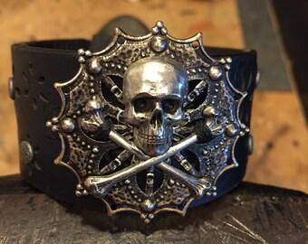 Skull leather cuff bracelet, gothic bracelet, pirate jewelry, skull gift, skull jewelry, gothic jewelry