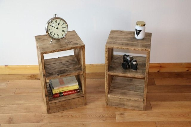 Rustic bedside table nightstand made from reclaimed pallet - Table de nuit rustique ...