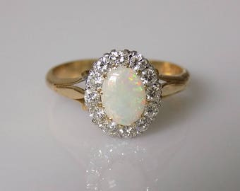 Vintage 18CT Gold Opal Diamond cluster ring