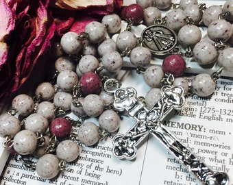 Memorial Rosary. Memory bead rosary. Hand made with dried funeral flowers or flowers from any other memory. Custom item.