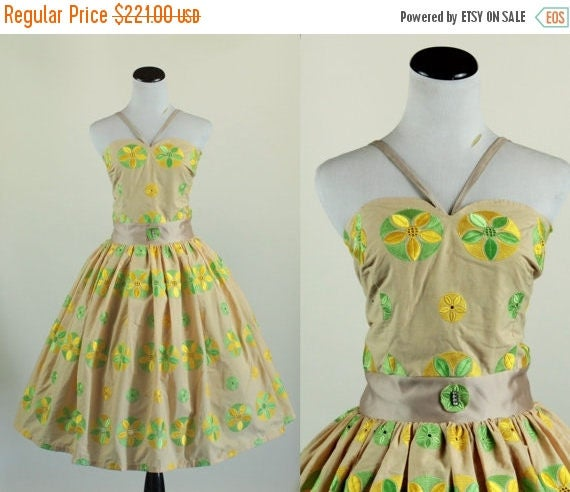 SALE 15% STOREWIDE 1950s floral cotton party dress/ 50s embroidered sundress/ medium
