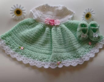 Lovely green and white dress perfect for St.Patrick's Day.