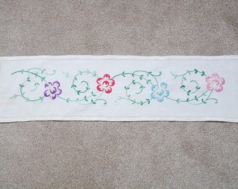 "Vintage hand embroidered table runner, off white linen. Measures 33.5"" x 8.75"" (85 x 22.5cm)"