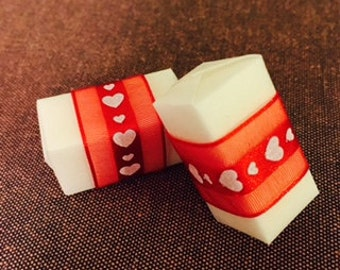Belted sugar cubes