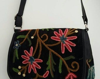 Kashmiri chain stitched cross body messenger style bag, with zip fastening and two internal pockets.