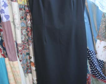 Laura Ashley long fitted wool dress REF 572