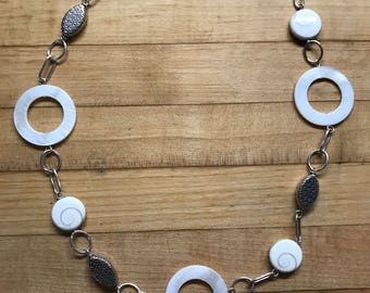 Mother-of-pearl link necklace