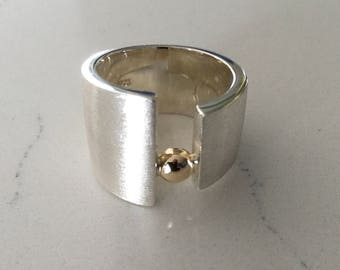 Sterling Silver & 9ct Yellow Gold Designer Ring. Statement ring. Gold and silver.