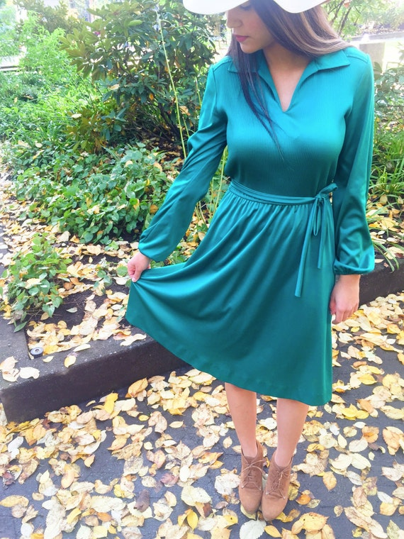 Sale! 1970s Vintage, Women's Dress // Emerald Green Secretary Dress, Size Medium