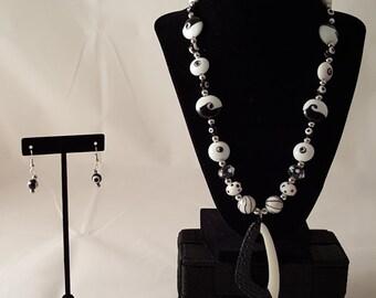 Black & White Pendant Jewelry Set - Black Necklace - Black Earrings - White Necklace - Black Necklace - Black Jewelry Set -White Jewelry Set