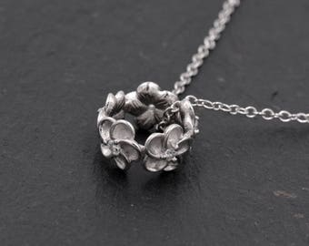 Sterling Silver Cherry Blossom Flower Wreath Pendant Necklace Pretty and Delicate   Y63