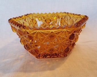AMBER CANDY DISH Daisy Button Pattern Smith Glass Pressed Saw Tooth Diamond Cut Edge Serving Vintage Retro