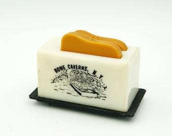 Plastic Toaster Toast Salt and Pepper Shaker Howe Caverns, NY Souvenir