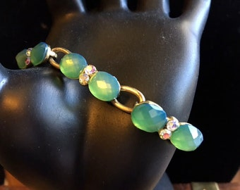 Faceted Green Stones with Iridescent Rhinestones//Gold Tone Metal//Vintage Bracelet