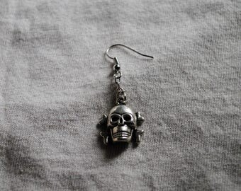 Skull & Crossbone Dangle Earring