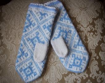 Womens winter mittens, knitted mittens, wool mittens, knit mittens, snow flake mittens,