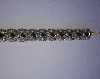 Emerald Green Rhinestone and Pearl Gold Plated Vintage Link Bracelet