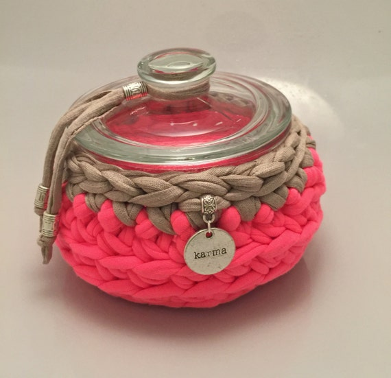 Pink Karma II - crochet bowl - pink with sand/beige trim & karma-charm - jewelry box - cookie jar  - gift - storage