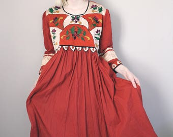 Vintage Red & Cream Floral Embroidered Dress with Quilted Arms - Medium