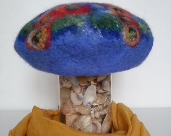 Felt hats, felt beret.