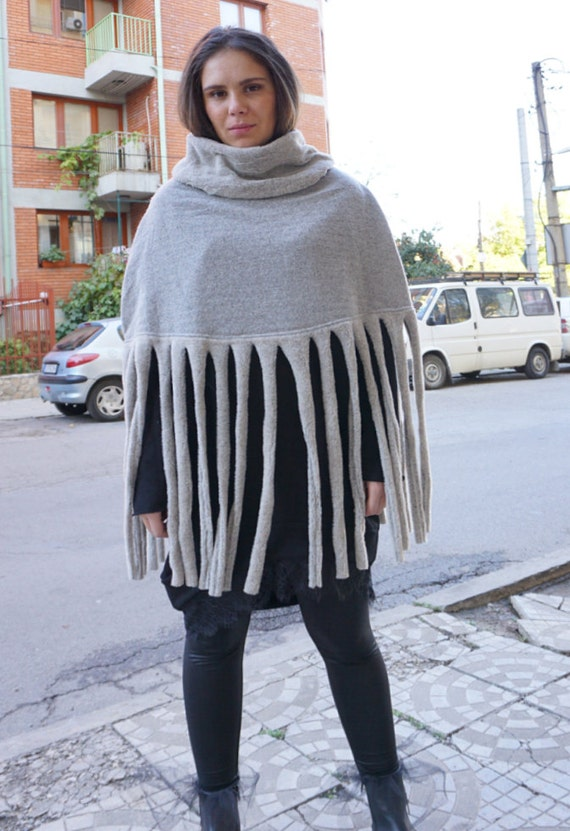 Macrame Wool Warm Beige Wrap / Cozy Warm Winter Poncho / Wool Soft Macrame Poncho