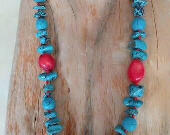 Howliet, turquoise en bloed koraal kralen ketting.