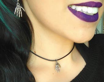 Earrings Gothic earrings dangling hand skeleton witch pagan pagan goth skull, dark fashion, wicca, filledesorciere