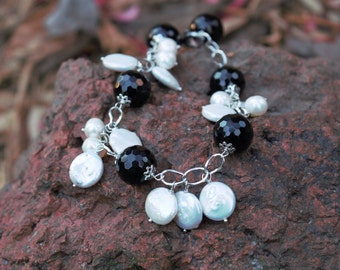 Coin Pearl and Black Onyx Beaded Clasp Bracelet