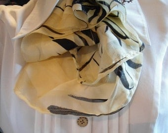 jabot in clear/black yellow fabric