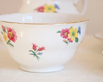 Royal Vale vintage meadow flowers sugar bowl. Bone china Made in England. Ideal for Tea & Coffee lovers, tea party, housewarming, wedding