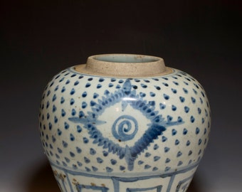 Beautiful Chinese Antique 17th Century Qing Dynasty Blue and White Porcelain Jar