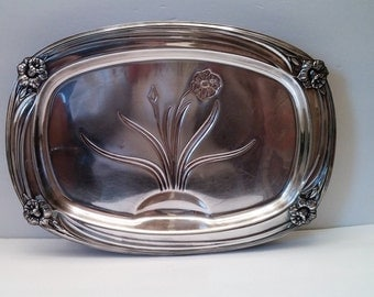 1847 Rogers Brothers Daffodil Silverplate Footed Meat Platter with Well