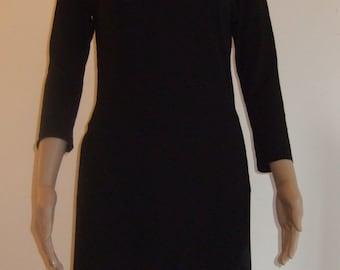 La tunique fendue sur les côtés en beau jersey noir doux et confortable
