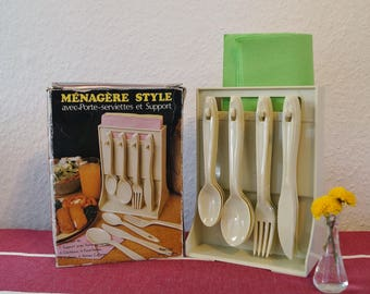 Ménagère. 24-piece cutlery set from the 70s. Vintage plastic cutlery for camping, barbecue or picnic. Like new condition.
