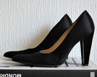 Authentic PRADA heels pumps / Timeless & Sophisticated ! Beautiful 90s VINTAGE style / Black satin / Square toe / Rectangle heel