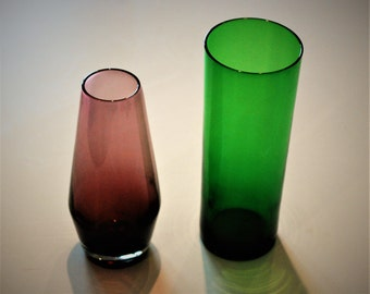 Pair of vintage glass pots. Vases 70s. Purple vase and green vase.