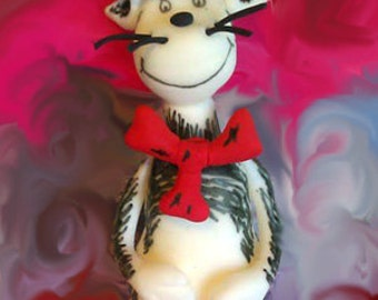 Fondant Cat in the Hat Cake Topper