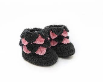 Knitted baby booties,Baby girl booties,Newborn booties,Toddler slippers,Knitted shoes,Baby shower,Baby Uggs,Baby gift,Baby girl shoes K011