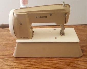 Vintage (c. 1960's) Singer Sew Handy 40K (Toy sewing machine) Model 22855