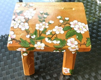 BLOSSOM SPRING STOOL. hand painted furniture. baby chair. tabouret en bois chambre enfant. japanese stool. support pot fleurs. wood bench