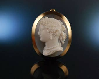 France around 1850. Exquisite Venus hard stone cameo agate cameo gold 750