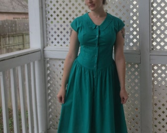 Classic Kelly Green Cap Sleeve Drop Waist Button Up Dress with Floral Collar - Size 4/6 Small