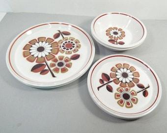 Vintage Mikasa plates, daisy pattern, mid century modern, Light N Lively dinnerware, Grenadier daisy pattern, set of 6 plates bowls