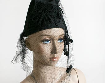 Vintage 1940s Hat - Black Veil Tall Tilt Style Toque Hat with Dangling Bows - Black Felt