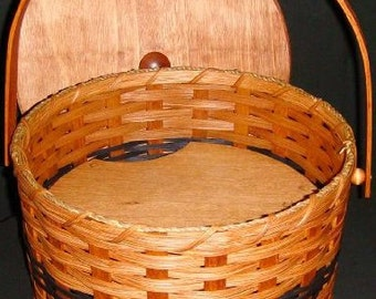Amish Made Round Double Pie Carrier Basket with Tray and Lid