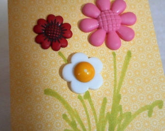 VINTAGE Small Display Card of Flower Plastic BUTTONS