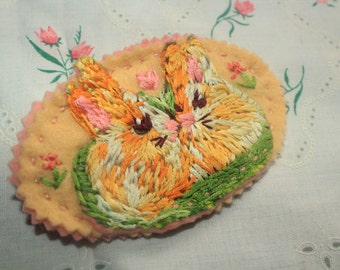 kissing bunnies hand embroidered felt brooch