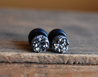 2g (6mm) Gunmetal Silver Faux Druzy Rough Crystal Plugs for stretched earlobes. Drusy gauges