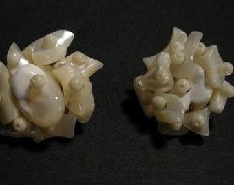 Vintage Mother of Pearl Clipback Earrings, MOP Earrings,Mid Century Japan Earrings, Mid Century Earrings, MOP Earrings, **usa only*